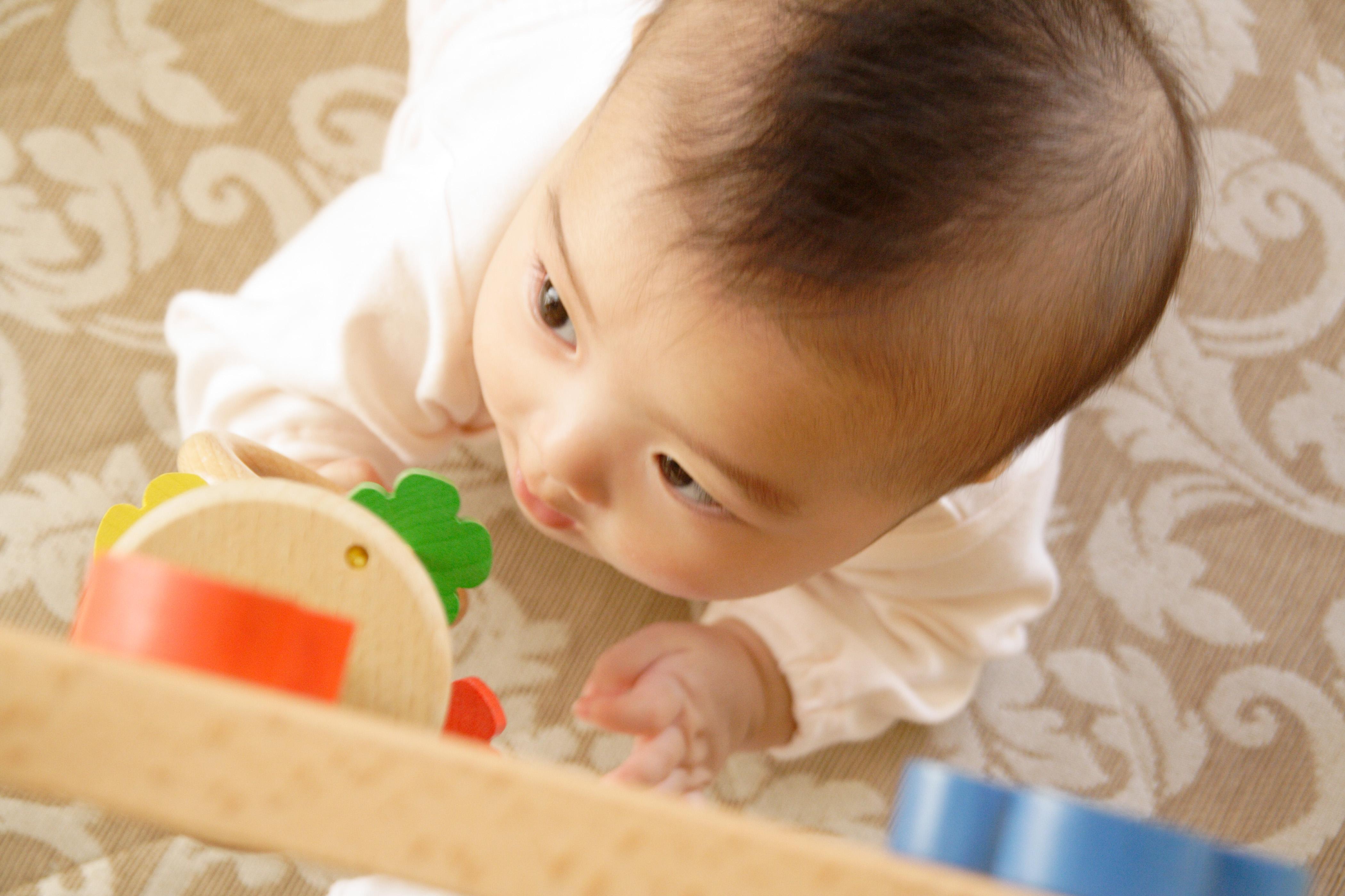 赤ちゃんをげっぷさせるコツ3選!意外と知らない魔法のテクニックを紹介!
