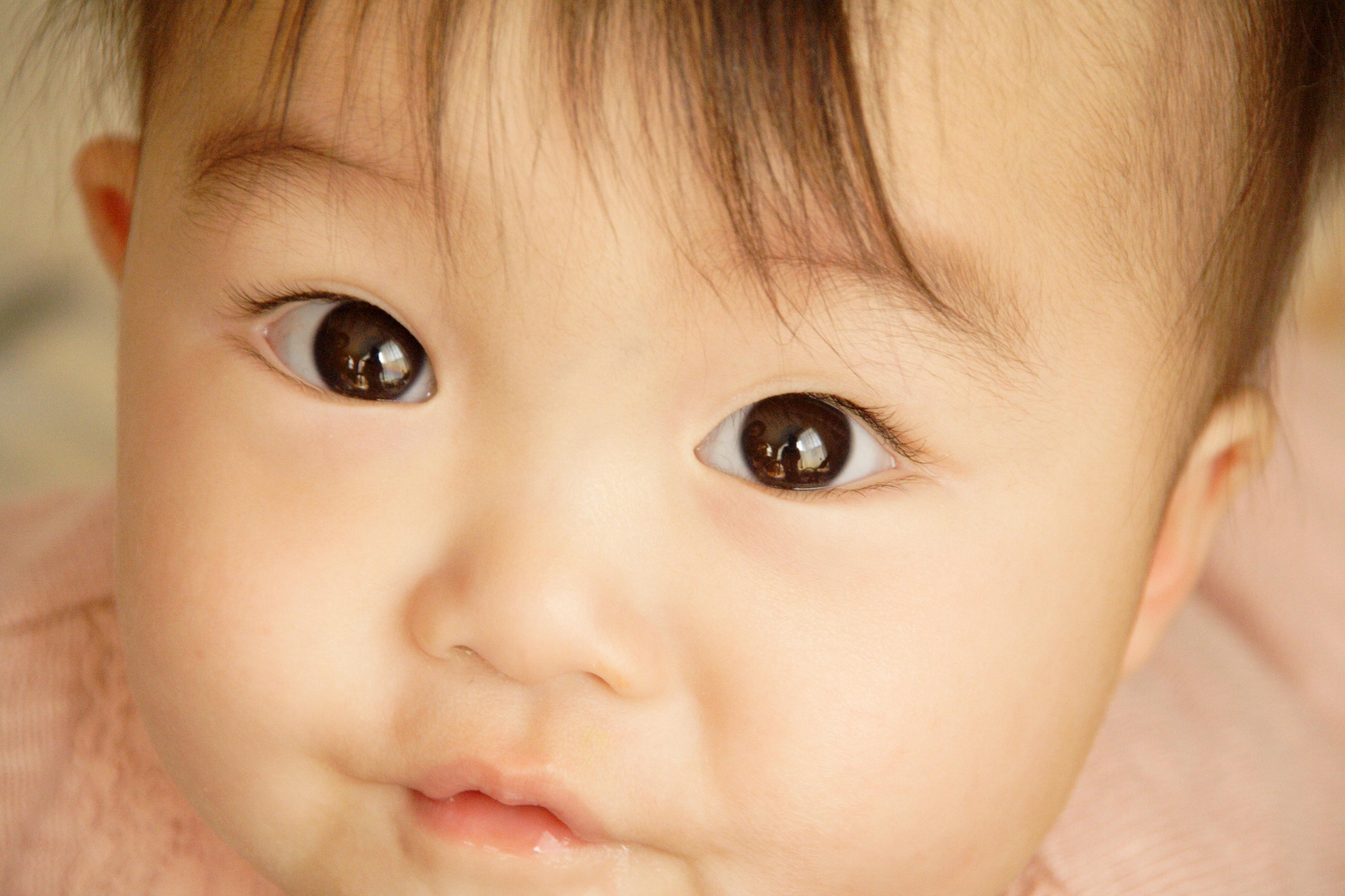 赤ちゃんが目をこするのはなぜ?危ない病気の原因とは?