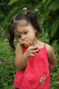 836898_14487770 girl eating