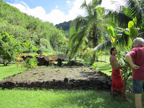 Tahiti-ruins-papenoo-valley-1