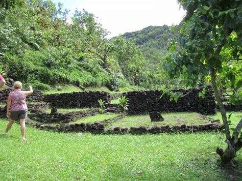 Tahiti-ruins-papenoo-valley-3
