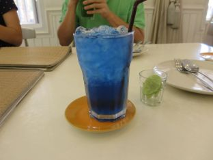 flower tea drink that changes color when lime is added
