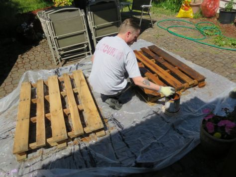 How-to-make-an-outdoor-pallet-sofa-sectional-(5)