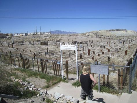 Weird things we saw in Nevada: The Clown Motel (and goldminer grave yard) in Tonopah