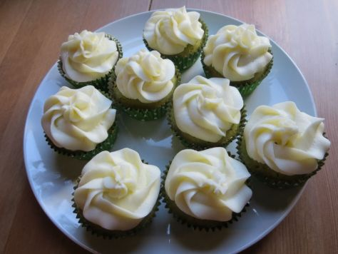 green-tea-cupcakes-with-lychee-frosting (3)