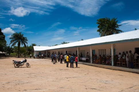 The new Neegbah School, including the motorbike we later travelled to Jarstar on.