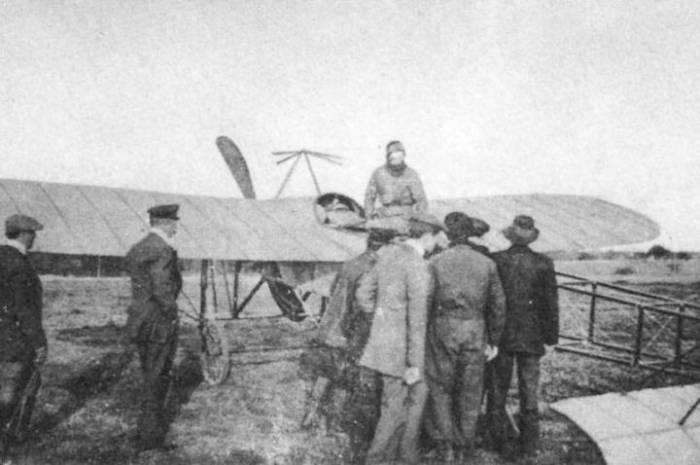 El avión «Lautaro» en Lautaro*