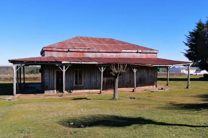 """Estación Ferroviaria """"Selva Oscura""""; 110 años de patrimonio amenazados por el desinterés y el abandono"""
