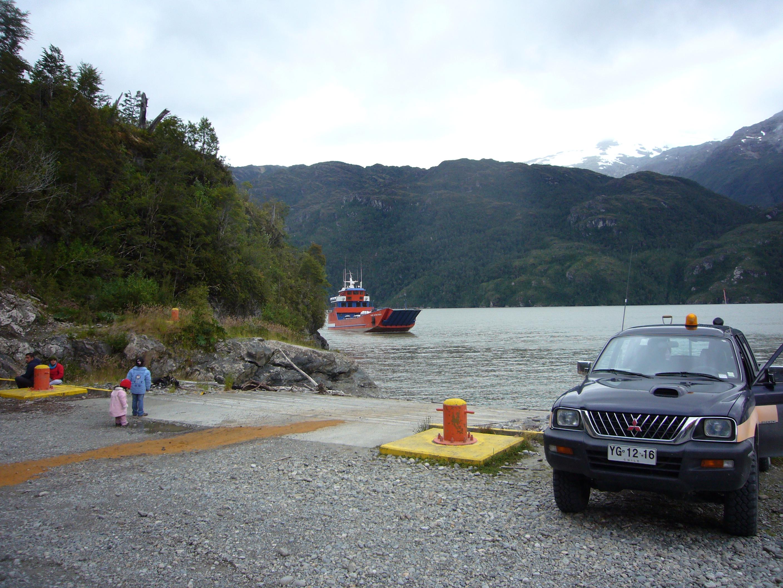 Barcaza para cruzar el Fiordo Mitchell