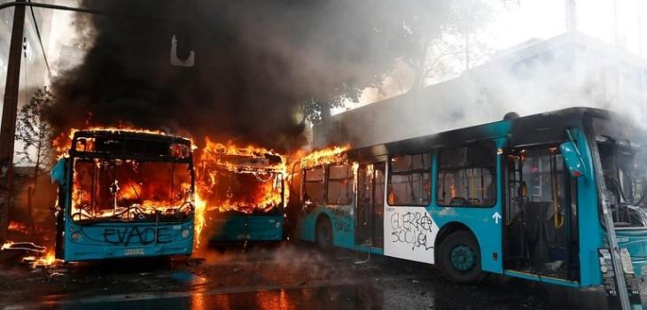 La verdad del «montaje» por quema de buses del Transantiago supuestamente dados de baja