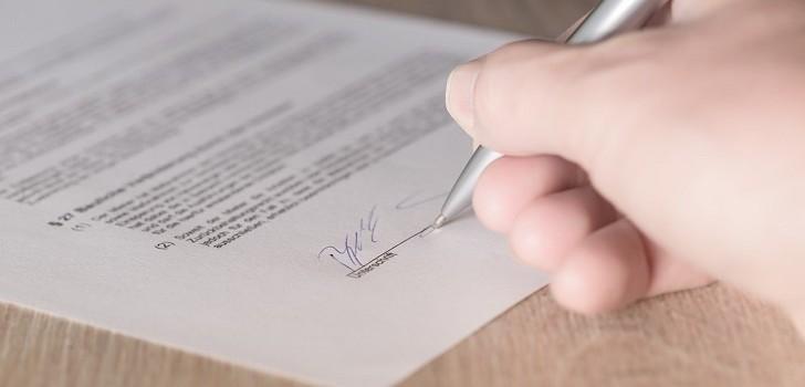 Mujer denunció a ejecutivo de Consalud: lo acusa de falsificar su firma para afiliarla a isapre