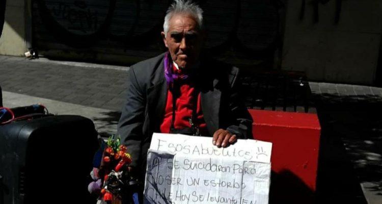 «Por esos abuelitos que se SUICIDARON por ser UN ESTORBO» el impactante cartel que emocionó en CONCEPCIÓN