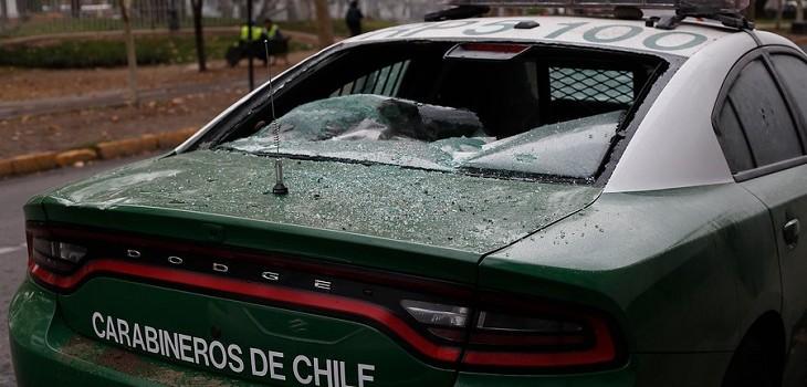 Carabineros dispara tras ataque de turba a patrulla: un uniformado herido y dos civiles baleados (VIDEO)