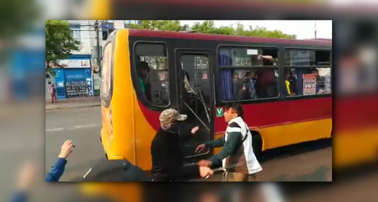 Registran momento cuando «marcha» de comerciantes terminó en pelea con personas en Valparaíso