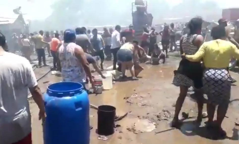 MEGA incendio en TOMA de Cerro Navia deja al menos 60 CASAS destruidas, ademas un bombero fue APUÑALADO