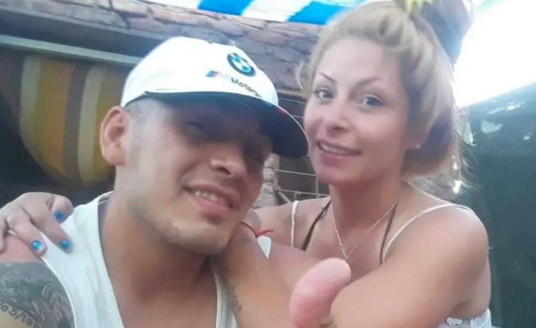 La AGONÍA de Karen en Mendoza: expareja de su novio les ROCIÓ bencina y los PRENDIÓ en llamas