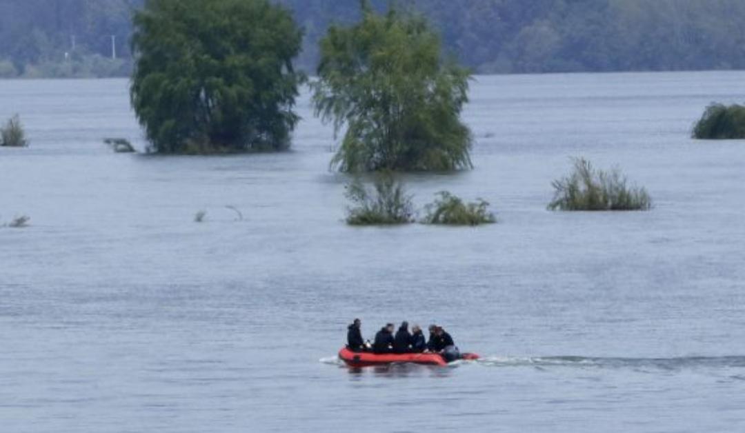 Bomberos RESCATAN a hombre que CAYÓ al río Biobío en San Pedro de la Paz