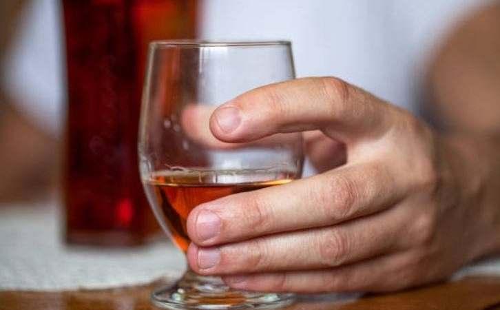 Científicos dan a conocer extraño caso de mujer que ORINA ALCOHOL