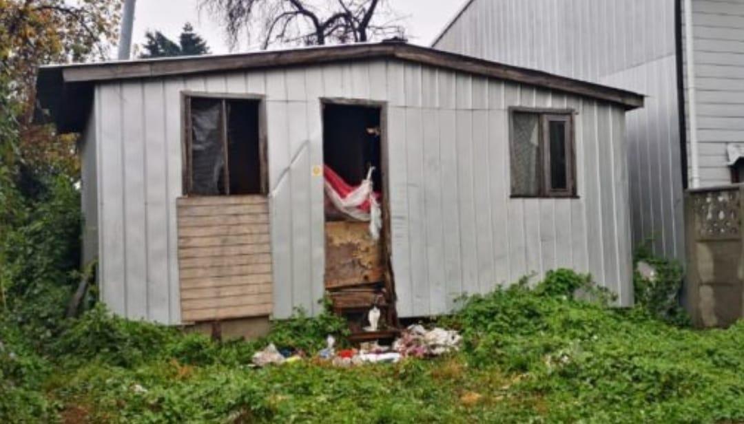 «Sin puerta ni ventanas» descubren a abuelita viviendo en condiciones PAUPÉRRIMAS