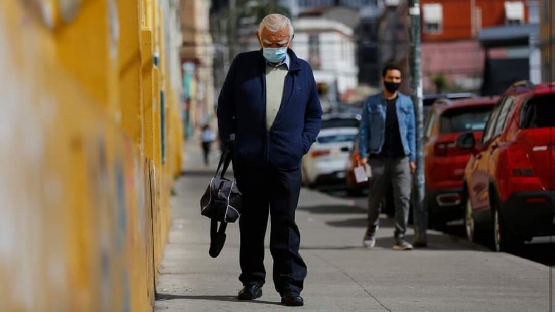 DRAMÁTICO: abuelito de 80 años viaja 100 km al día para trabajar de noche como conserje en Viña