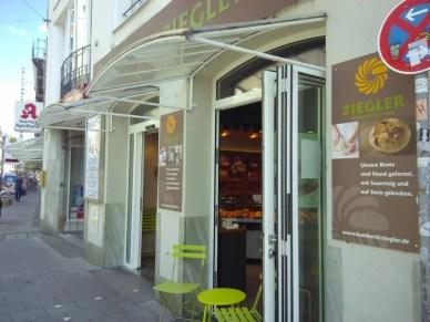 Eingang der Bäckereifiliale am Isartor.