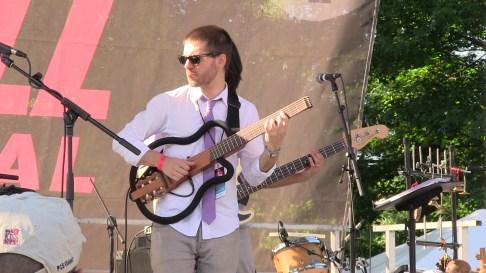 Banda Magda guitarist
