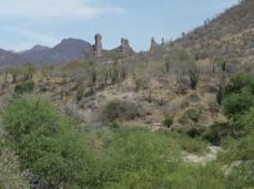 Los Pilares Zona del río Mayo en la cual está proyectado construir la presa Bicentenario, aproximadamente a 5 km al noroeste del pueblo de San Bernardo, Álamos