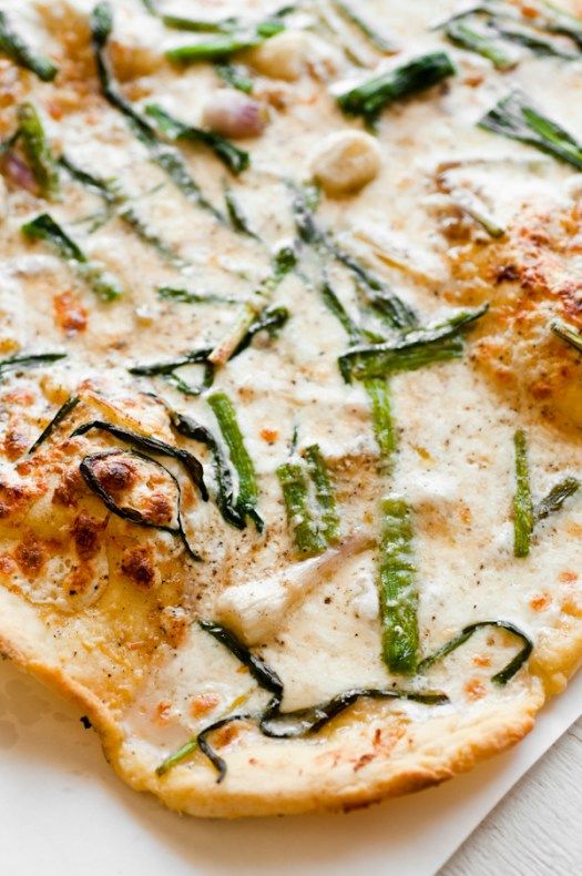 gluten-free pizza with garlic oil, confit, wild garlic, truffle oil