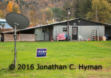 flag-w-trump-sign-j-hymnan-photo