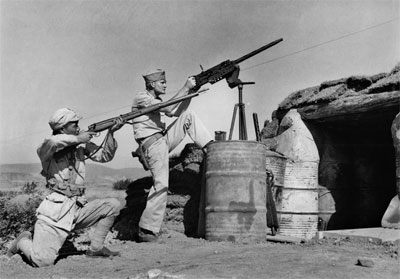 35 old great images of American and Chinese soldiers fighting side by side