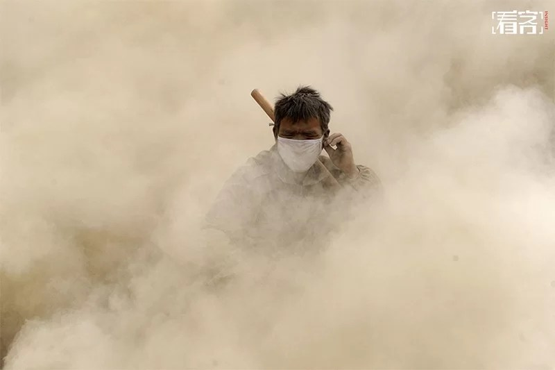 dust pollution in China - stone workers