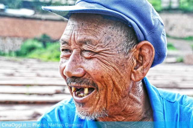 china-suburbia-029-Chinese old man
