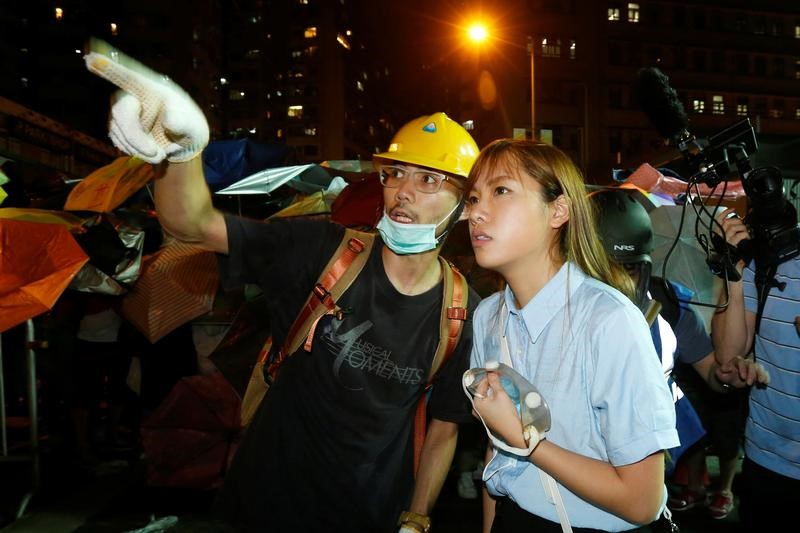 Pro-independence legislator-elect Yau Wai-ching (R) talks with a protester during a confrontation with the police outside China Liaison Office in Hong Kong, China November 6, 2016.      REUTERS/Bobby Yip