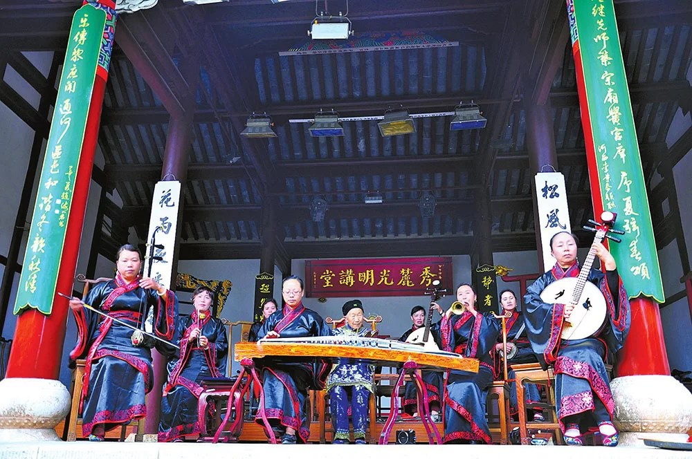 Dongjing Music Performed by Female Troupes