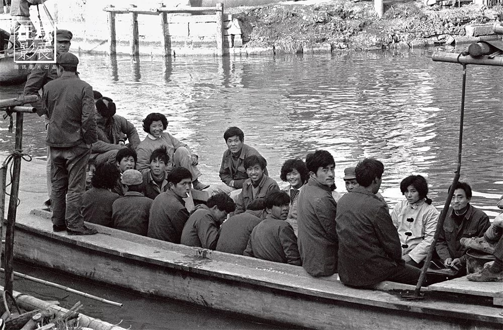 1970s. Xitang, Zhejiang, is one of the birthplaces of Wu-Yue culture and is a Chinese historical city, characterized by an architecture crossed by a network of canals and bridges. Boats are an important means of transportation for residents.