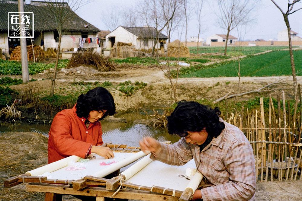 1970s. Zhejiang. Women busy in embroidery.