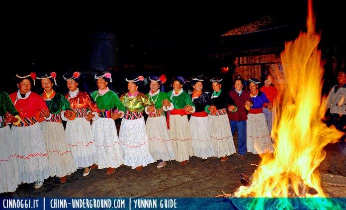 Mosuos dancing