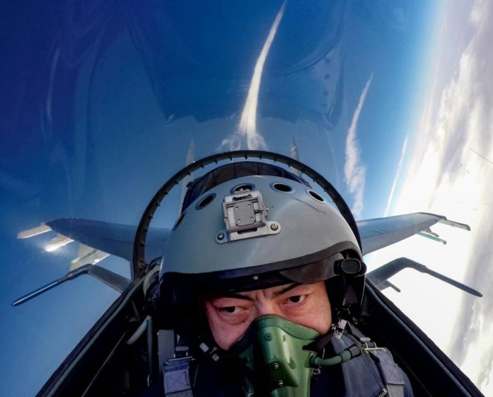 Chinese-jet-fighter-pilot-3