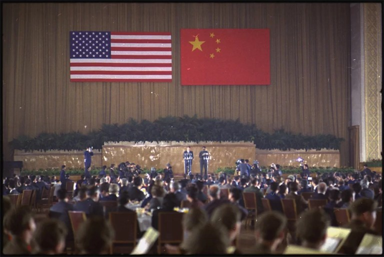 Richard Nixon and Zhou Enlai speaking at a banquet