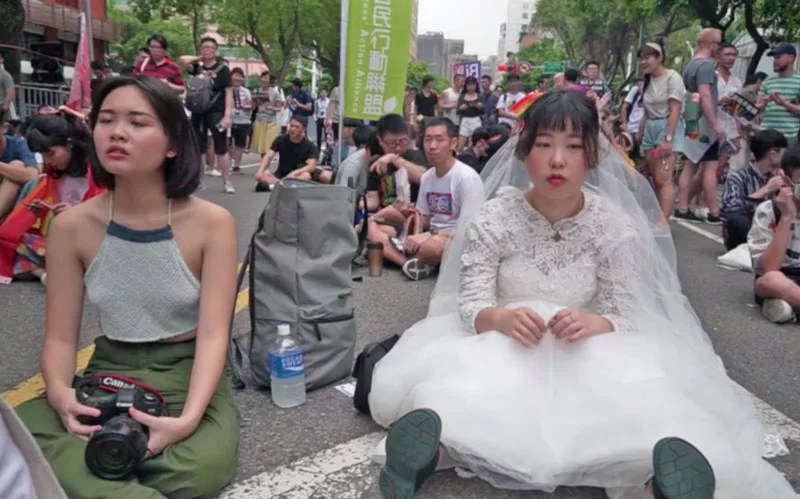 Taiwan legalizes gay marriage