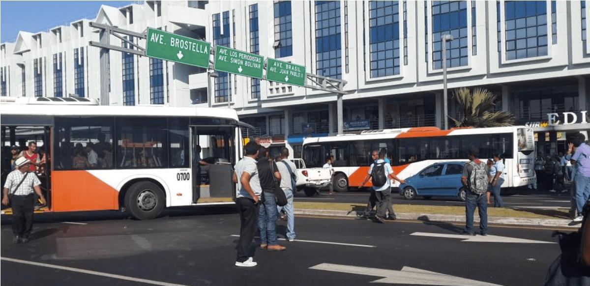 """总统谴责城巴""""弃车佔道""""抗议"""
