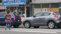 停放人行道上的车辆罚款:从10美元升至100美元