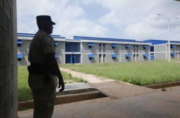 警方在Nueva Joya监狱搜查出枪械