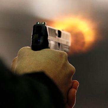 厉害了:一出租车司机遇上抢劫后实施自卫  三名抢匪均被射伤