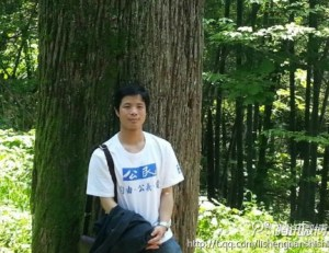 Huang Yonghua (黄勇华) in Citizen T-shirt