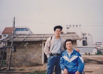 Fang Zheng and Zhang Qianjin in front of his shop.
