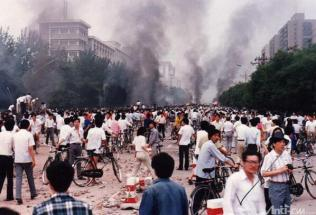 West Chang'an Avenue, the morning of June 4th, 1989. Click to enlarge.