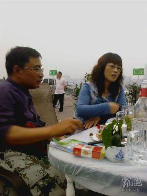 Li Huaping meeting with Liu Xianbin's wife in Suining, Sichuan, in 2012.