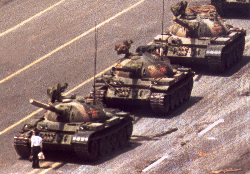 https://i1.wp.com/chinadigitaltimes.net/wp-content/uploads/2009/06/89-63_tank_man_-_web.jpg
