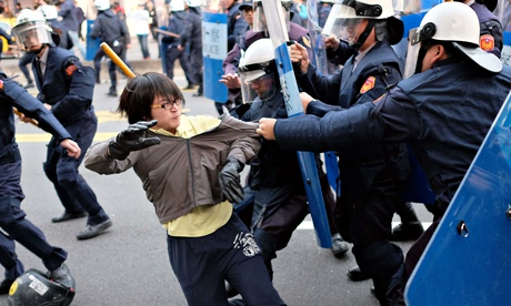 Taiwanese Riot Police Clear Protesters from Cabinet ...